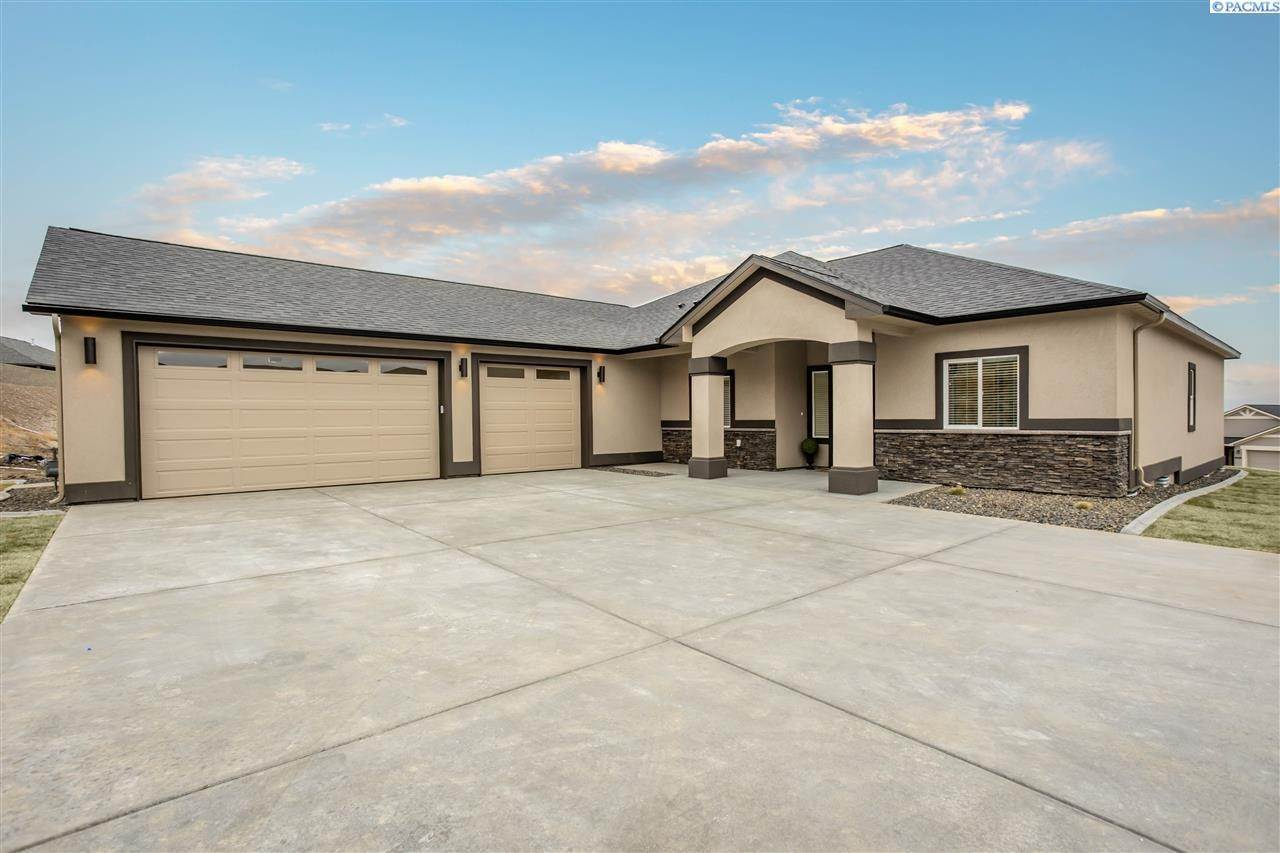 Single Family Homes for Sale at 6749 Caspian Place West Richland, Washington 99353 United States