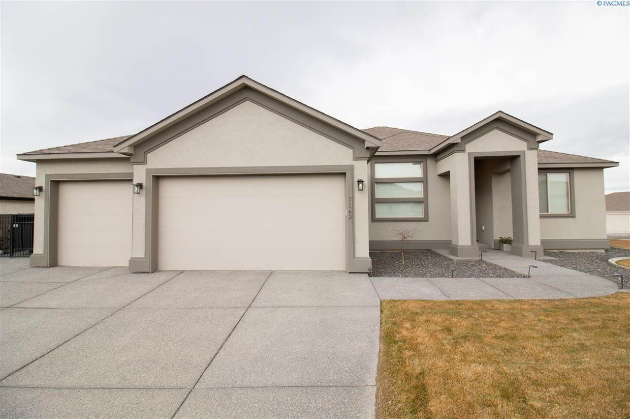Single Family Homes for Sale at 7162 Napoli West Richland, Washington 99353 United States