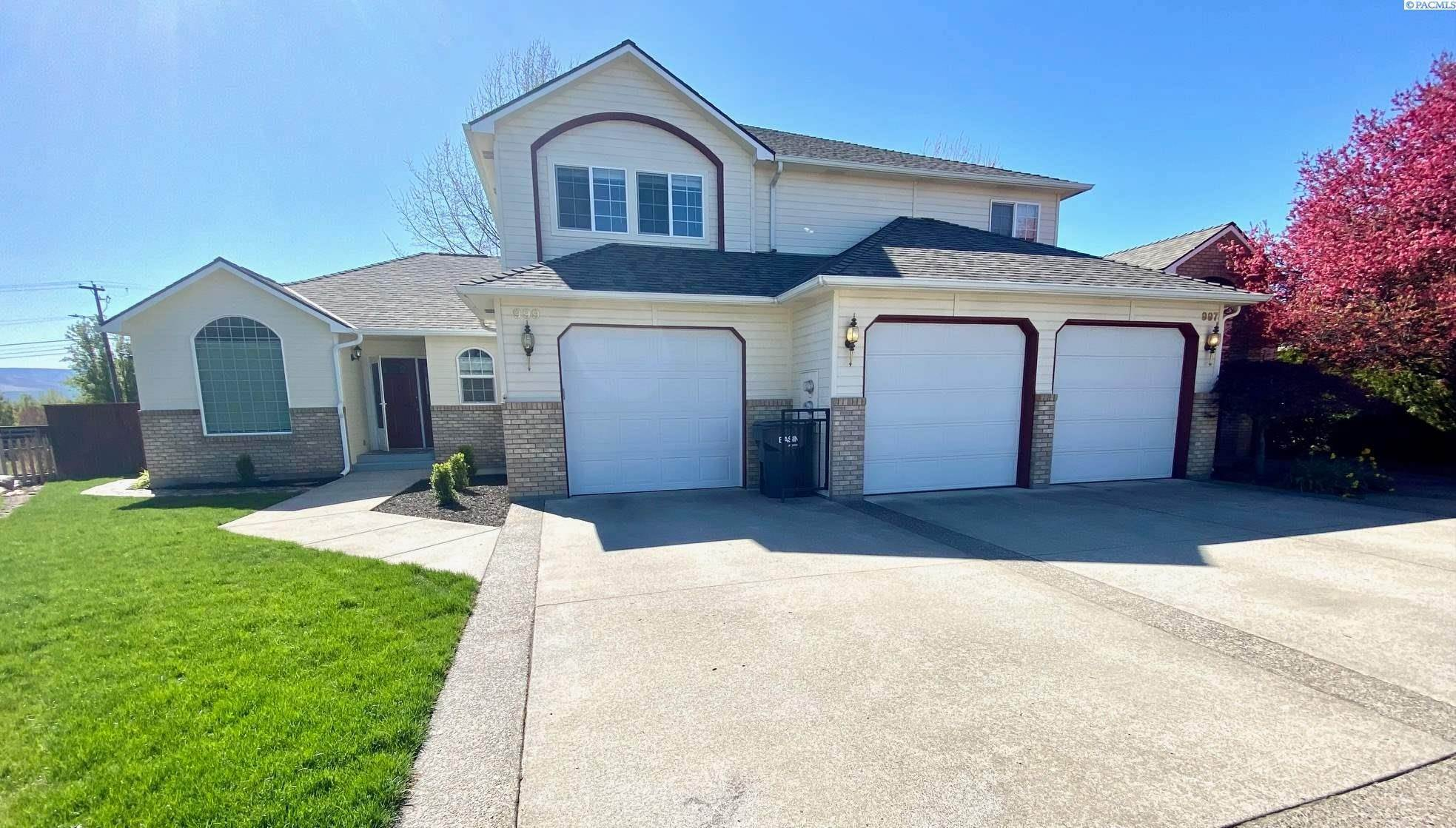 Single Family Homes for Sale at 997 SE Admiral Place Walla Walla, Washington 99324 United States