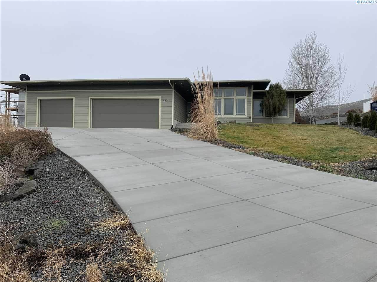 Single Family Homes for Sale at 4821 Starburst Court West Richland, Washington 99353 United States