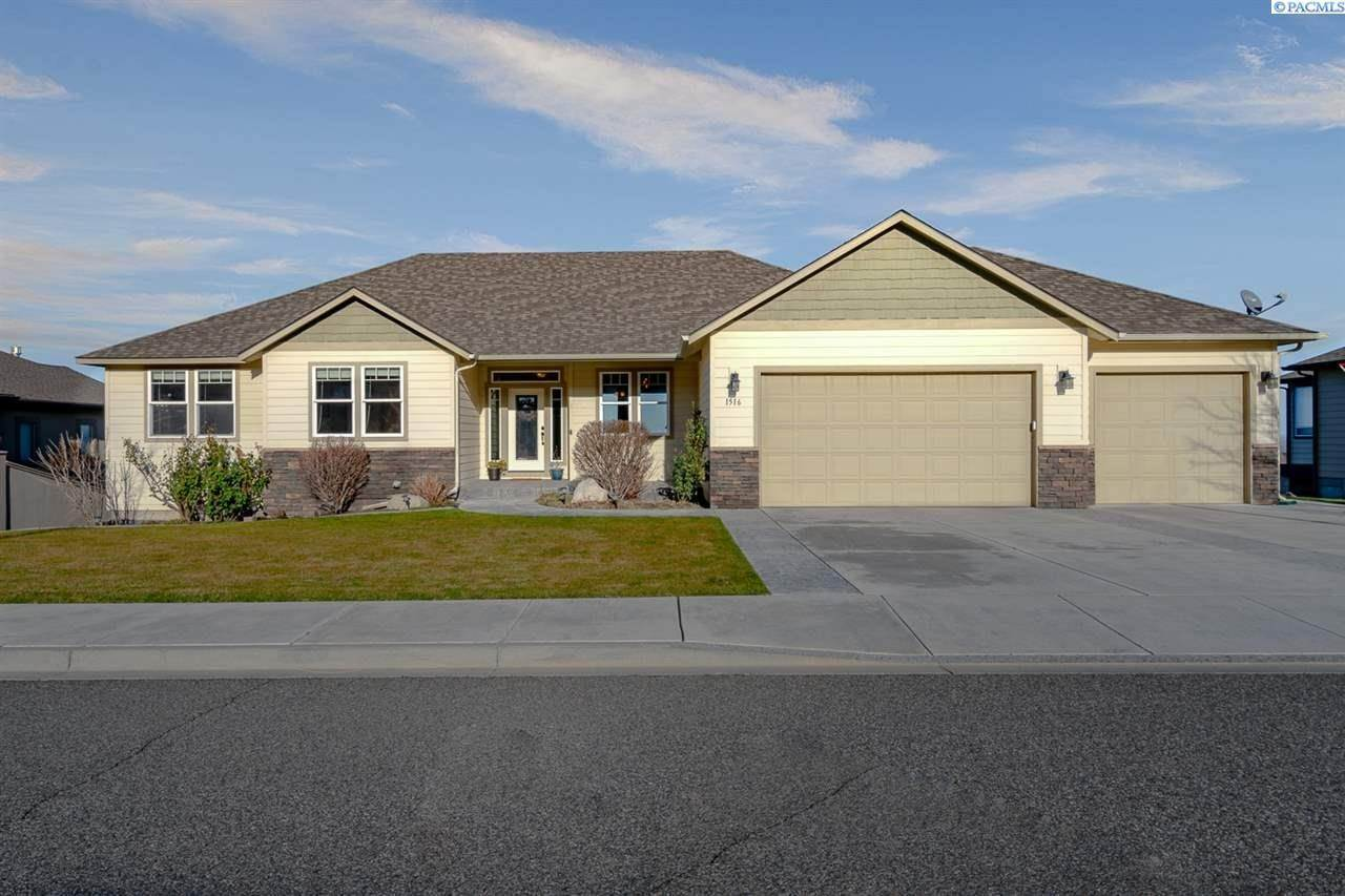 Single Family Homes for Sale at 1516 W 51st Avenue Kennewick, Washington 99337 United States