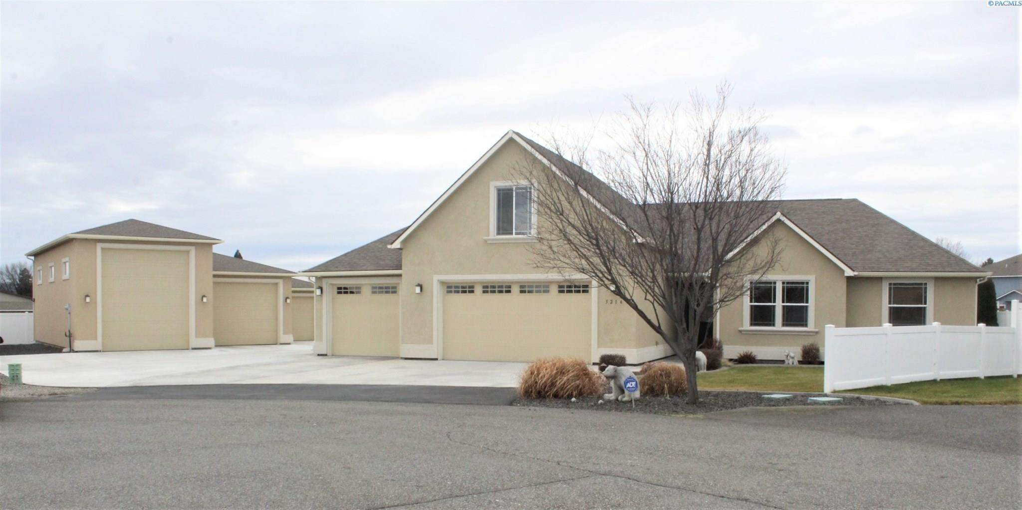 Single Family Homes for Sale at 5214 Snowcrest Drive Pasco, Washington 99301 United States