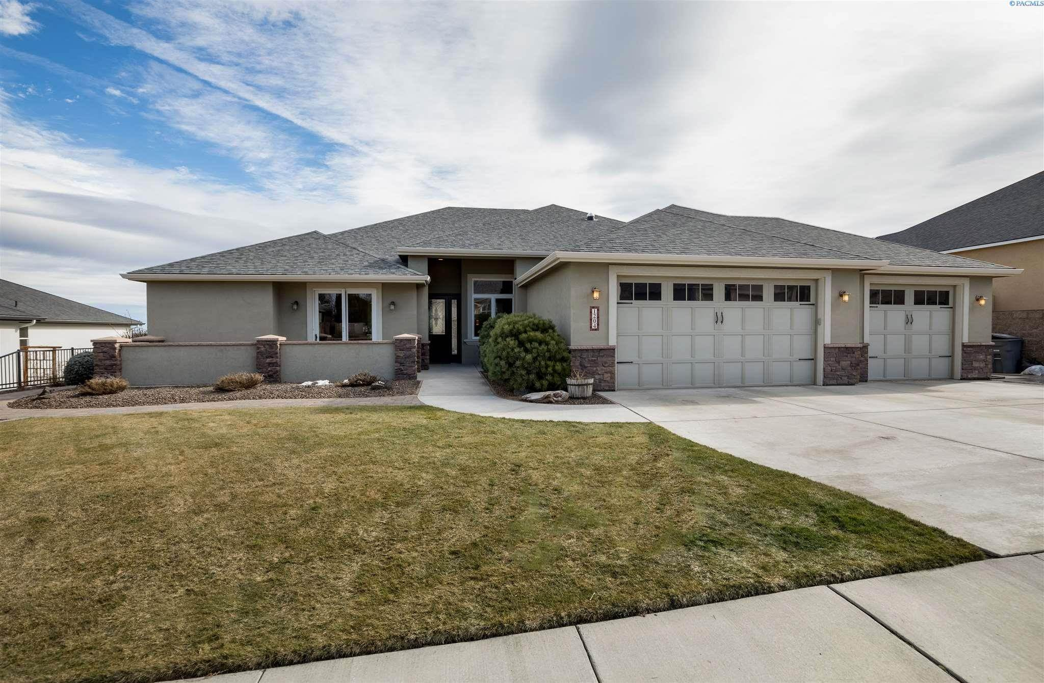 Single Family Homes for Sale at 1204 Plateau Drive Richland, Washington 99352 United States
