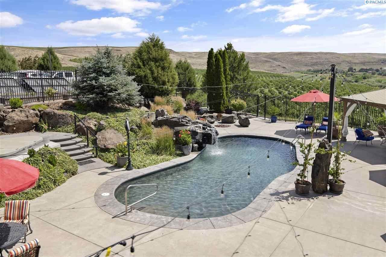 11. Single Family Homes for Sale at 1072 Oasis Road Touchet, Washington 99360 United States