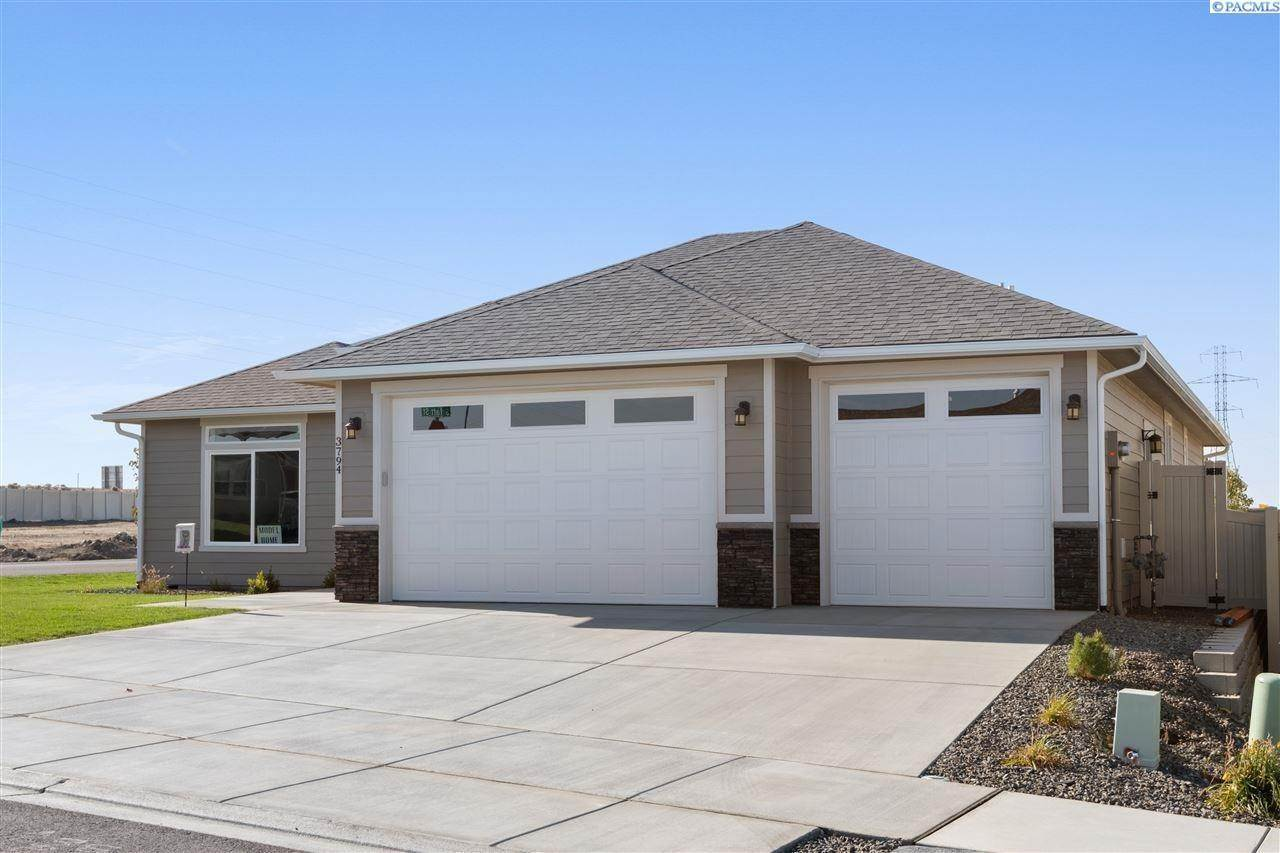 26. Single Family Homes for Sale at 3794 S Taft Street Kennewick, Washington 99338 United States