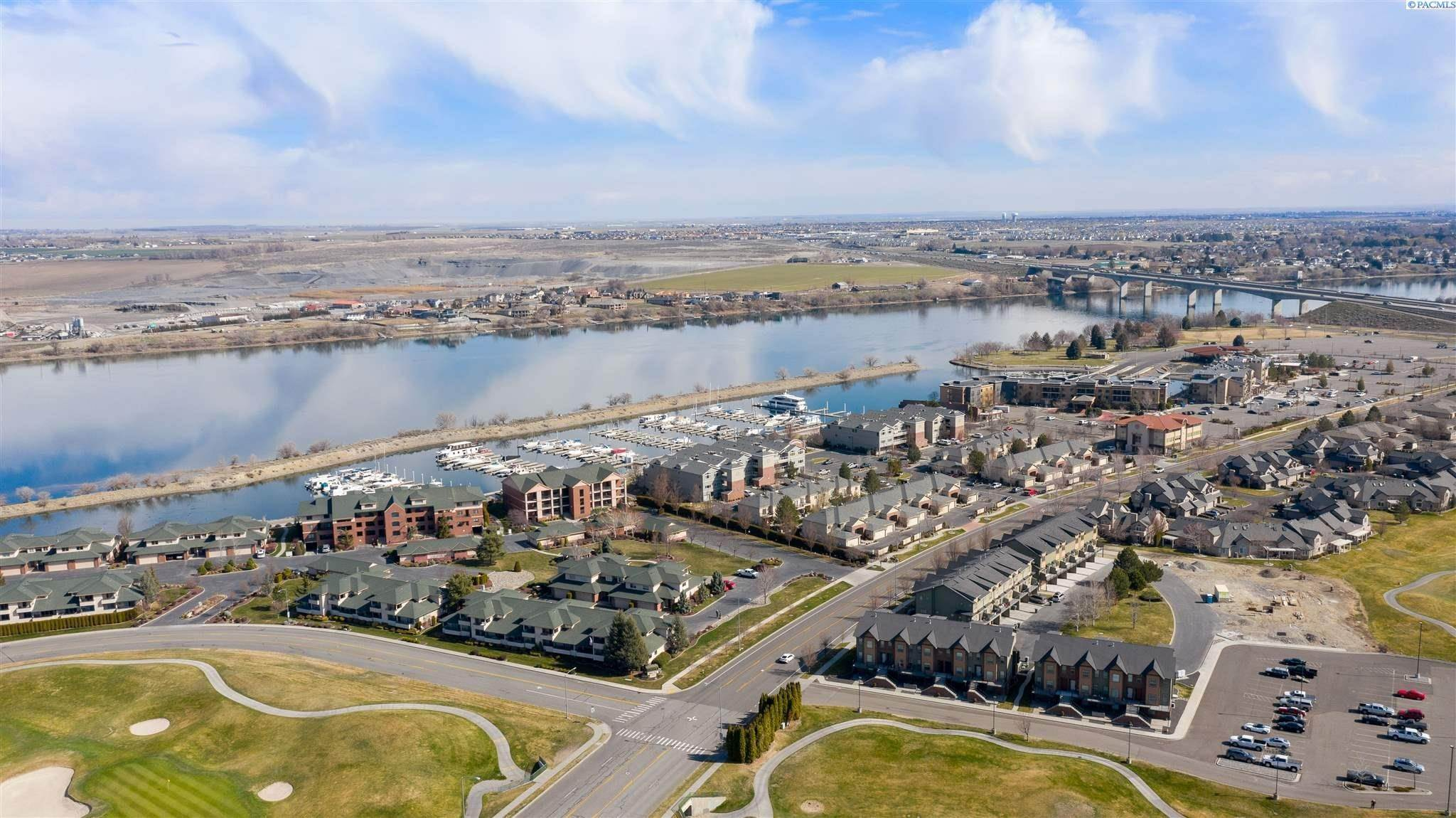 Condominiums for Sale at 300 Columbia Point Drive #B-116 Richland, Washington 99352 United States