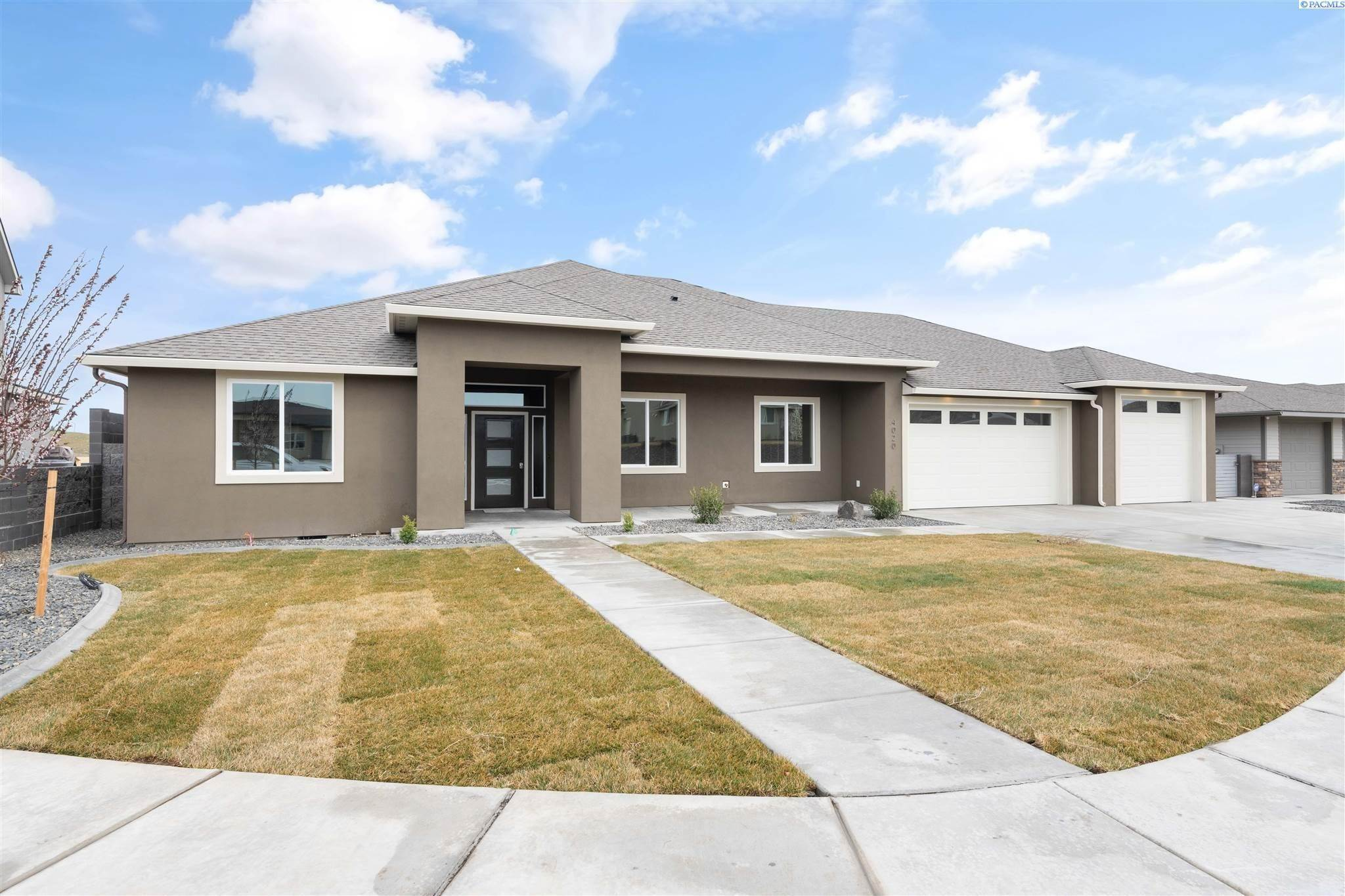Single Family Homes for Sale at 4020 W 47th Court Kennewick, Washington 99337 United States